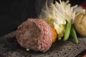 お肉本来が持つ旨みを楽しむ『レアハンバーグ』