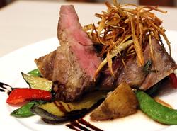 ライトプラン¥2000に「希少イベリコ豚のロースト」、パスタ、デザートをプラスした少し贅沢なプラン。
