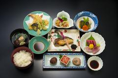 刺身や焼き物、天ぷらなど【和食 升かね】の人気メニューが楽しめるコースです。