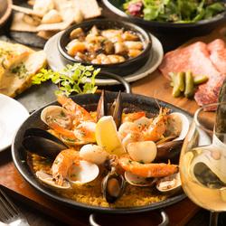 本格スパニッシュをベースに魚介のパエリア、グリルを飲み放題と共にご堪能頂けるコースです♪