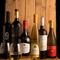 「3,500円均一」で各国選りすぐりのワインを気軽に楽しめます。