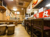 香川の名物『骨付き鶏』や瀬戸内の新鮮な魚介を味わえます
