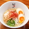 鶏や魚介の旨みが濃縮された『特製鶏白湯ラーメン』