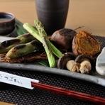 素材本来の味が楽しめる『炭火野菜盛合わせ』