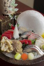 見た目も華やか。板長厳選の鮮魚が並ぶ『お造り盛り合わせ』