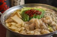2種の味から選んでオーダーできる、鮮度抜群の『モツ鍋』