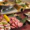 もつ鍋、炭火焼肉、お刺身、産地直送ズワイガニ、贅の極みを尽くした極上の味わいをお楽しみくださいませ。