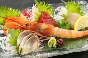 旬の魚介を5種類。その日仕入れの新鮮な刺身をふんだんに盛り合わせた『刺身五点盛』