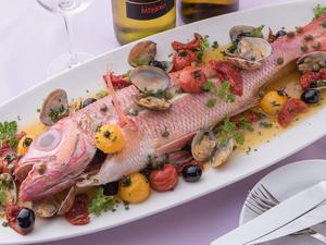 魚介の旨みが凝縮!料理長特製『アクアパッツァ』 本日のお魚料理の価格プラス1000円で