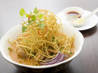 本場タイの調味料とジャスミン米。野菜は、県内産が中心