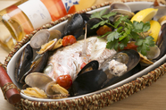 明石の海の自然の恵みを満喫できる一品です『本日の魚介・鮮魚の蒸し焼き』