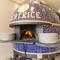 ナポリの職人が作った薪窯で焼きあげるピッツアが楽しめます