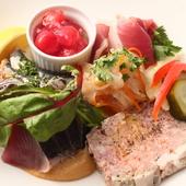直送される宮崎野菜と、毎日市場で仕入れた新鮮な野菜