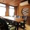 和室の落ち着いた雰囲気に不思議とマッチするテーブルと椅子