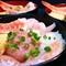 食べごろサイズで具材率大幅アップ!人気のネタをたっぷり詰め込んだ『五色海鮮丼』