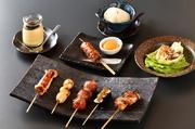 【コース内容】先付・自家製豆腐・サラダ・焼き物6本<うずら、正肉、つくね、ささみ梅巻、野菜巻き、なんこつ>・自家製プリン