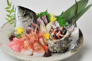 旬の魚介類を使った『刺し盛り』