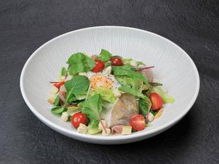 新鮮な野菜をたっぷりと食べられる『シーザーサラダ』