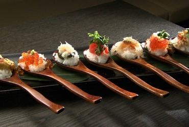 新和食の骨頂、見た目にもインパクト『One Spoon Sushi 7種盛り合わせ』