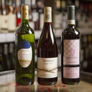 フランス、イタリアを中心に世界のワインが1000種類以上。シャンパン、スパークリングワインなどの食前酒、デザートワインまで網羅され、グループ会社に酒販売店があるのでリーズナブルに味わえるのも特徴です。