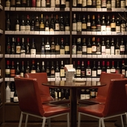 グラスワインは白7種、赤8種、ロゼ1種。ティススティングサイズやデカンタまで用意されています。