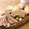 田中肉屋さんの肉など地元食材も活用