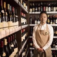当店にはJSA認定のソムリエが多数。ワインの種類、サイズもとにかく幅広く、通の方にご満足いただけるハイスペックなワインも揃えていますので、どんな方にも、どんな風にも楽しんでいただけます。