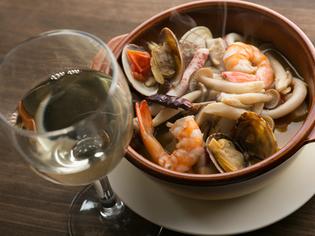 地元産の魚介たっぷり、スープも旨い『石巻港の魚介アヒージョ』