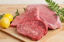 毎朝、市場で仕入れる最高級の黒毛和牛!松坂牛・神戸牛・山形牛