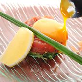 とろーり卵をからめて美味しい『マグロのユッケ』