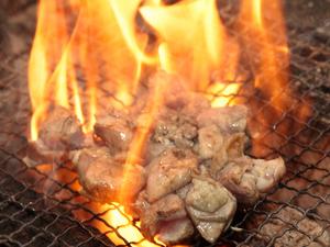"""柔らかくジューシーな『宮崎県産 """"杜の鶏""""もも炭火焼き』"""