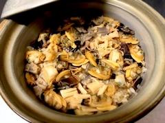 刺身、焼き物、人気の土鍋炊き込みご飯がついた、お食事中心の7品コース