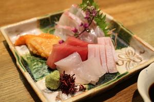 瀬戸内の新鮮な魚介を堪能できる「本日仕入れ鮮魚刺しの盛り合わせ」
