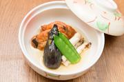 地元の野菜と魚をメインに、季節の味を上手く表現。シンプルかつ優しいお味は、心を温かくしてくれます。