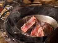 高温の熱燻製した味わい深い『特製スモークローストビーフ』