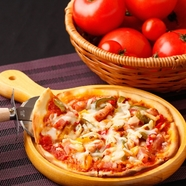 イタリアの小麦粉と日本の小麦粉を配合して作った上品な味わい『ピッツァ』