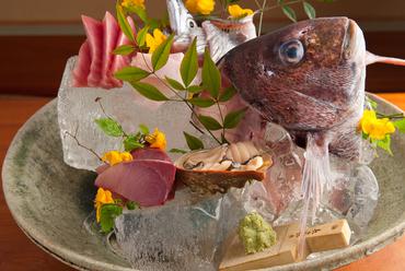名物!海の香りが広がる、土鍋で炊く『鯛めし』