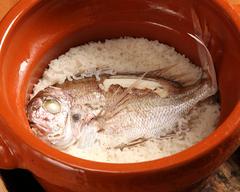 旬の魚や水と醤油で仕上げる煮魚、又名物の鯛めしなど銀平を知って頂ける内容となっております。