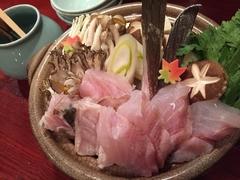 長崎産 天然くえを贅沢に使ったお鍋をお楽しみください。