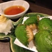清流仁淀川源流域のおいしい水と、国産大豆100%使用の全粒粉大豆を使ったカラダにやさしいお豆腐です。なめらかな舌触りと大豆の濃い味をお楽しみください。