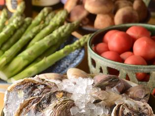島根県隠岐の島の岩牡蠣や特大ハマグリなど新鮮で旬の素材を厳選
