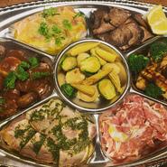 お料理の内容はご予約の際に、ご予算に応じて極力お客様の食べたい物等でご用意させて頂きます。 2日前迄にご予約お願い致します。