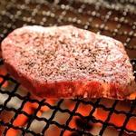 夜のコースでも人気な当店自慢の和牛リブロースステーキをお楽しみいただける贅沢なランチコース。女子会・同窓会・ご法要・顔合わせ・ビジネスランチ等、各種ご宴会幅広くご利用下さいませ。