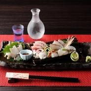 魚は近海で水揚げされるものを中心に、厳選して仕入れています。また、野菜も地元で収穫される旬のものがほとんどです。一部は京都府大江町にある実家のものを使用。一つ一つにこだわりが詰まっています。