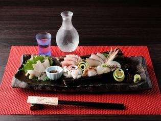 地元で獲れる新鮮な魚をはじめ、季節の旬の野菜を仕入れて提供