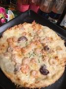 人気NO1 甘いテリヤキソースにピリッとアクセントに辛しマヨビームがかかっています。 みんなが好きなテリヤキチキンがピザになって登場