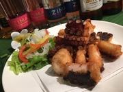 米粉でできたライスヌードルと鶏肉の優しいお味をナンプラーが引き締めます。 アジアンチックな一品です