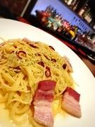 イタリア産大集合 イタリア産オリーブオイルに イタリア産のベーコンのうまみをうつして、 ガーリックと唐辛子の香る パスタの定番 パスタといえばペペロンチーノ