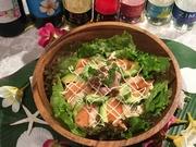 ハワイのポキ丼をイメージして、ローカルモーションなハワイアンチックなライスボウルです。 マグロアボカドにエビにサーモン、 wasabiソースにmayoソース お野菜も入ってハワイアンダンス