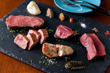 シカやイノシシなどのシビエも。一皿で数種のお肉を楽しめる『Specialite:オススメお肉盛り合わせ』